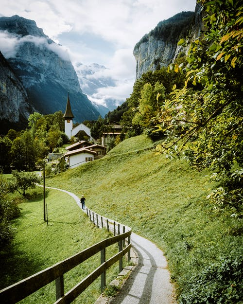 Foto d'estoc gratuïta de a l'aire lliure, alps, Alps suïssos, arbres