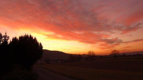 Ilmainen kuvapankkikuva tunnisteilla auringonlasku, kenttä, pilvet, taivas