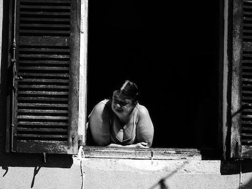 Gratis stockfoto met balkon, dame, fietsen, gebouw