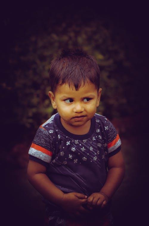 คลังภาพถ่ายฟรี ของ น่ารัก, มองออกไป, เด็กชายเอเชีย, เด็กอินเดีย