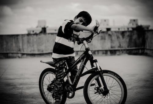 คลังภาพถ่ายฟรี ของ การขี่, จักรยาน, ระเบียง, เด็กชายเอเชีย