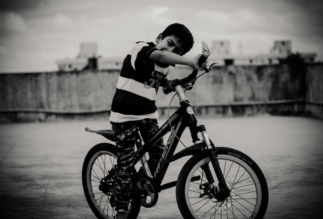 anak laki-laki India, anak-anak asia, berkuda