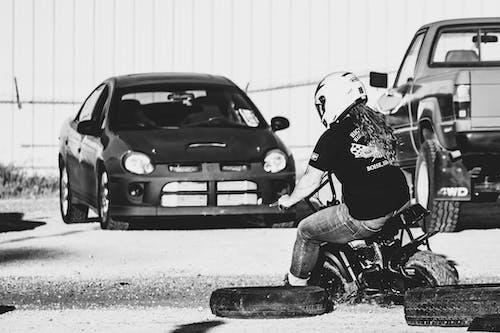 Fotobanka sbezplatnými fotkami na tému minibike, preteky, žena