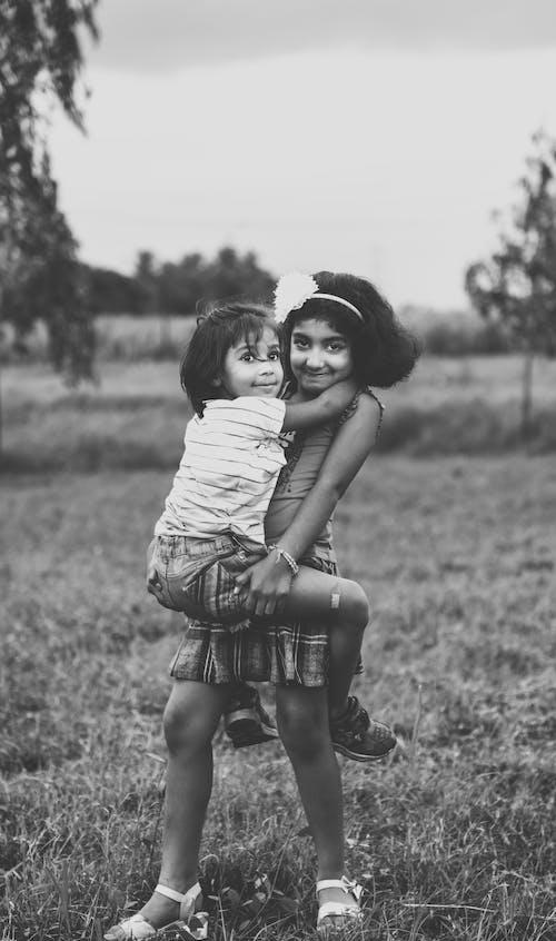 Foto stok gratis anak-anak asia, cinta, foto abstrak, hitam dan putih