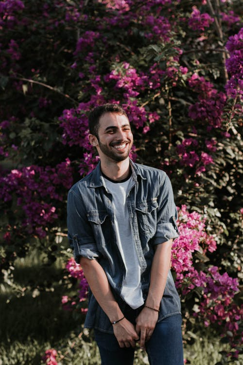 Foto profissional grátis de adulto, alegre, alegria, ao ar livre