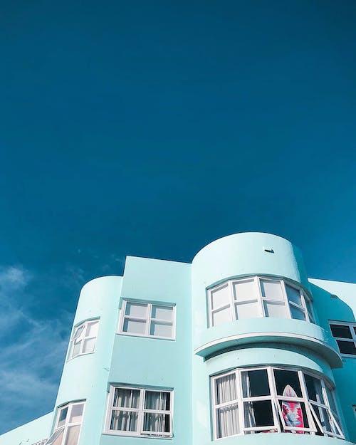 Foto stok gratis Apartemen, Arsitektur, biru, di luar rumah