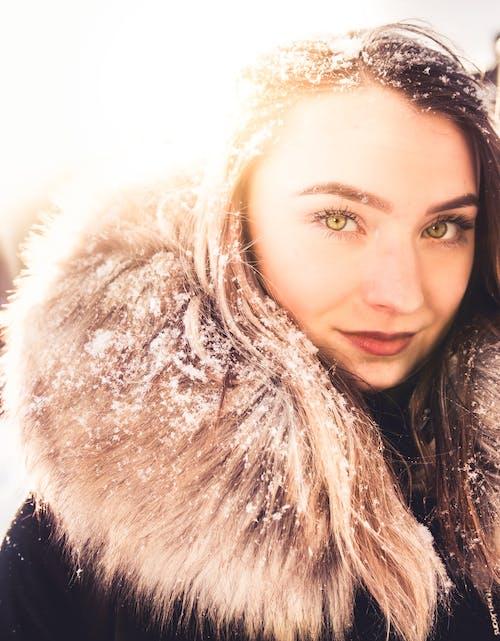 คลังภาพถ่ายฟรี ของ ดวงตาสวยงาม, ดวงอาทิตย์, ตาสีเขียว, นางแบบ