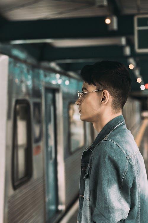 คลังภาพถ่ายฟรี ของ การยืน, คนเดียว, คอย, ชานชาลารถไฟใต้ดิน