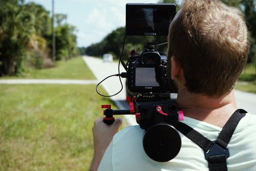 Darmowe zdjęcie z galerii z filmowanie, kamera wideo, kamerzysta, mężczyzna