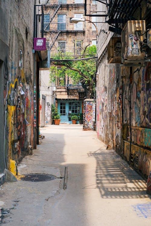 Foto d'estoc gratuïta de a l'aire lliure, arquitectura, art de carrer, carrer