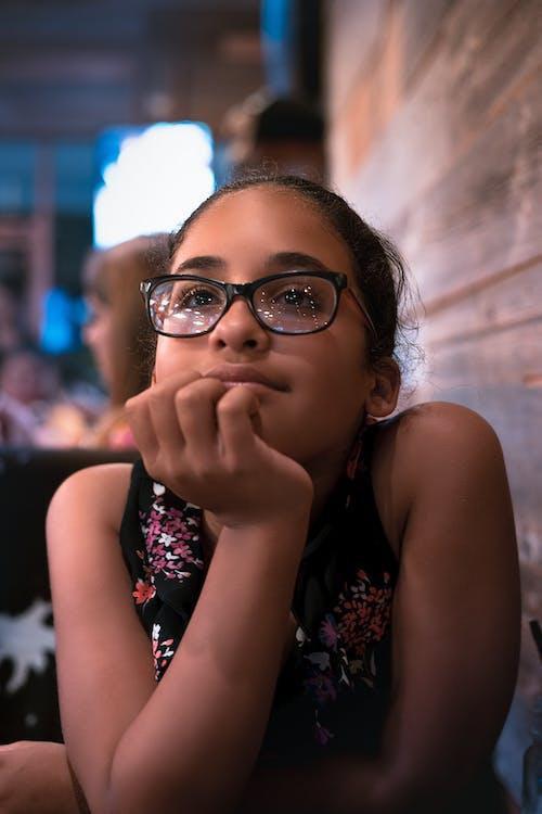Základová fotografie zdarma na téma americký, dívka v restauraci, dospívající, hispánský