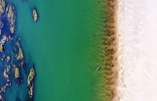 Δωρεάν στοκ φωτογραφιών με ακτή, βάρκα, γαλαζοπράσινος, εναέρια λήψη