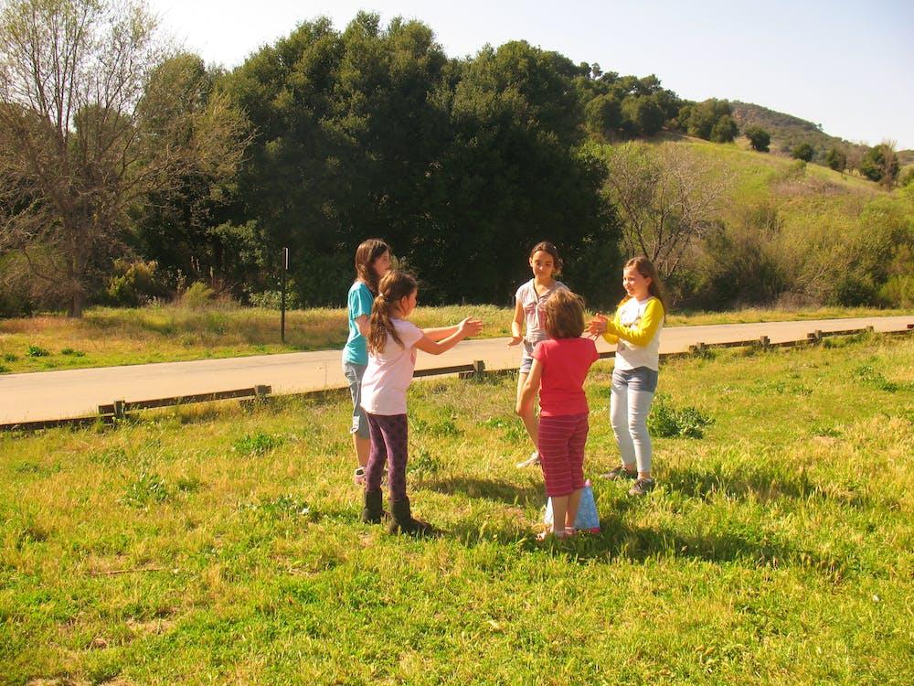 çocuklar, doğa, güneşli içeren Ücretsiz stok fotoğraf