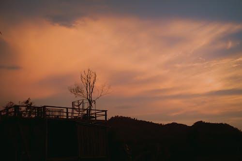 Kostnadsfri bild av himmel, solnedgång, trä, trähus