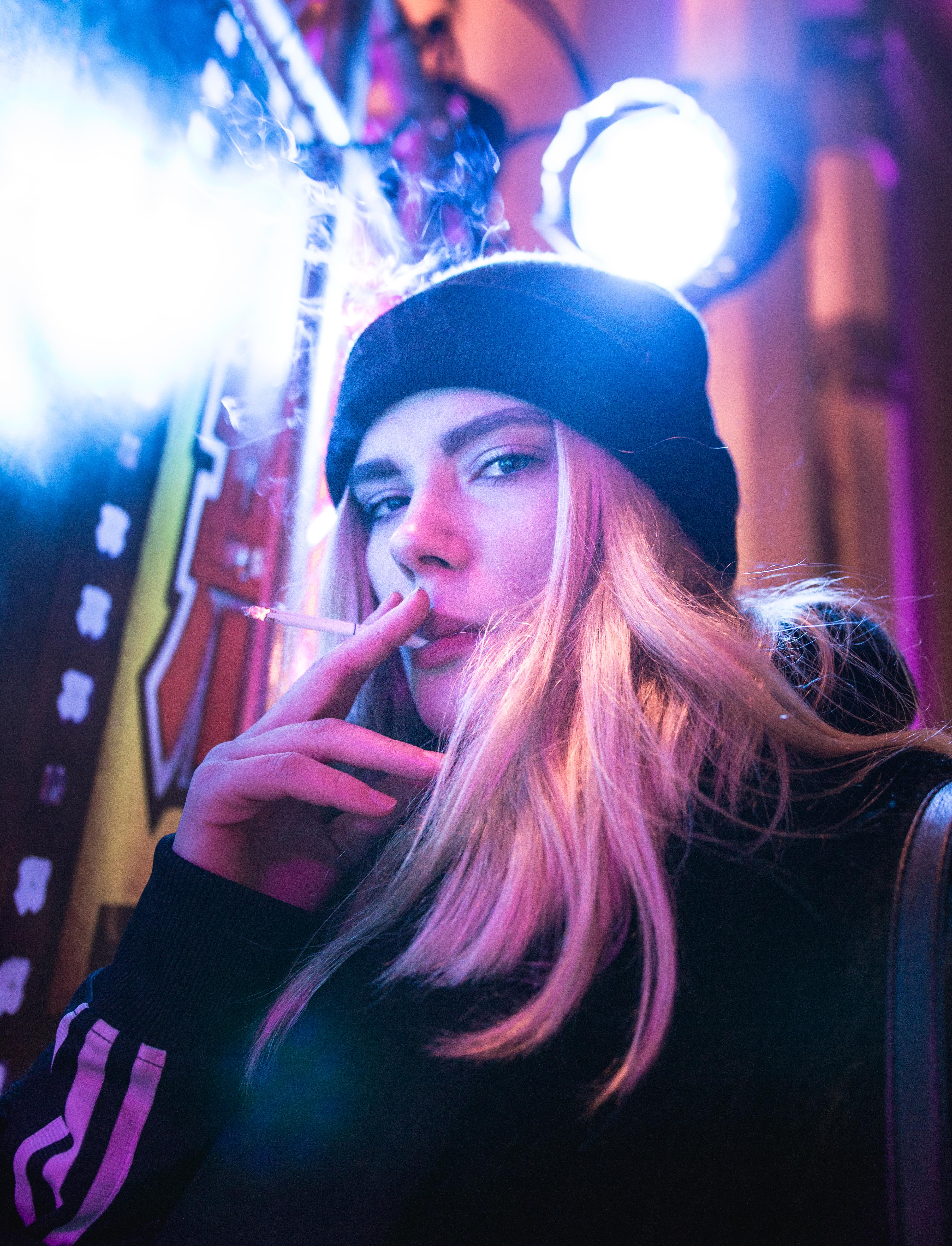 Fajčenie blondínky