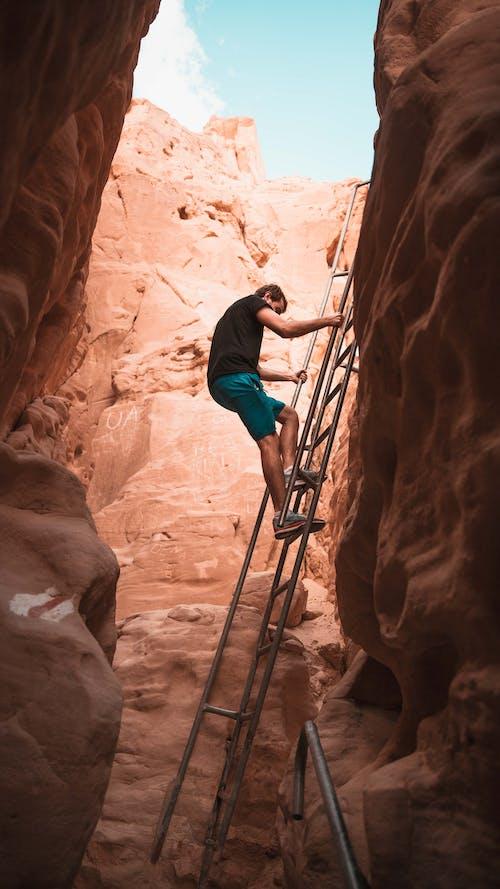 Foto d'estoc gratuïta de atractiu, desert, escalada, estiu