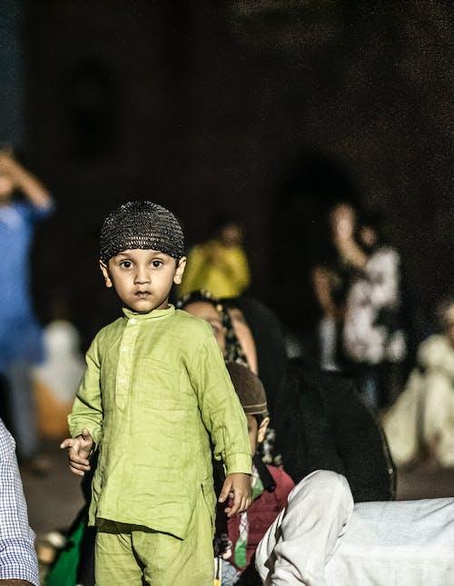 Foto d'estoc gratuïta de bonic fill, cuteness, musulmà, nen jugant