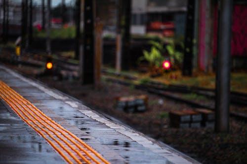 Gratis lagerfoto af regn, tog, togstation