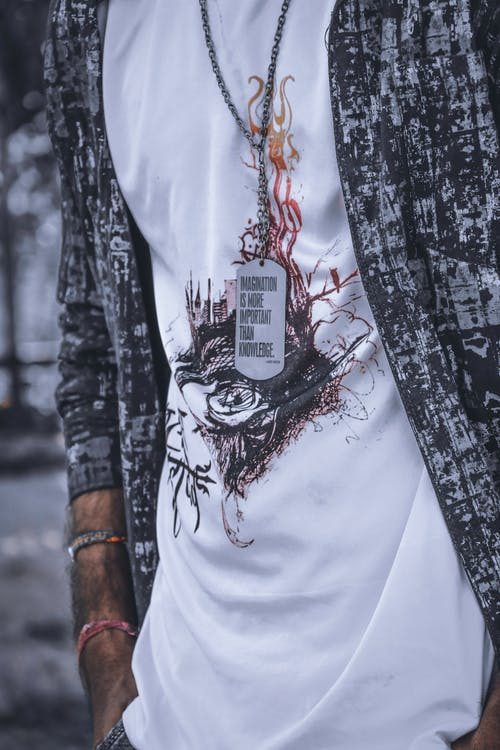 Foto profissional grátis de acessório, adulto, arte, camiseta