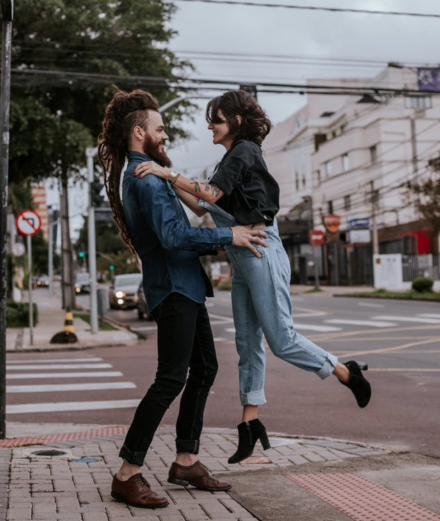 abraçant, amor, carrer