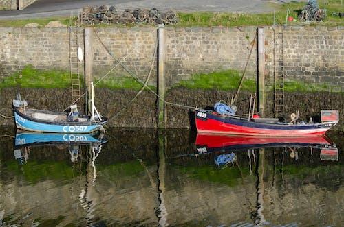 Darmowe zdjęcie z galerii z łodzie, odbicie, port, rzeka