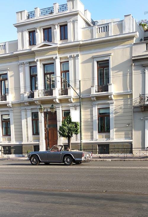 Gratis arkivbilde med arkitektur, bil, gate, kjøretøy