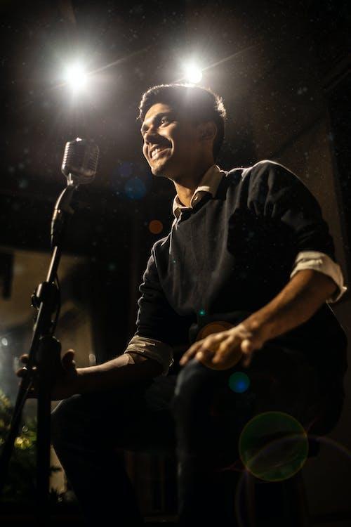Foto d'estoc gratuïta de cançó, cançó parlar, cantant, cantant cançó