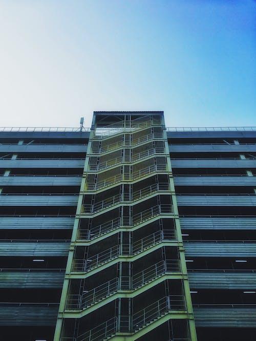 Foto stok gratis Arsitektur, baja, balkon, bangunan