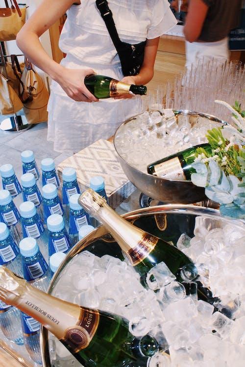 Fotobanka sbezplatnými fotkami na tému alkoholové fľaše, chladný, fľaše, fľašky vody