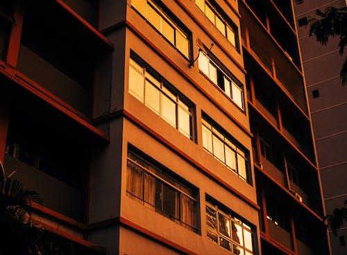 Darmowe zdjęcie z galerii z apartamentowiec, architektura, budynek mieszkalny, budynek od zewnątrz