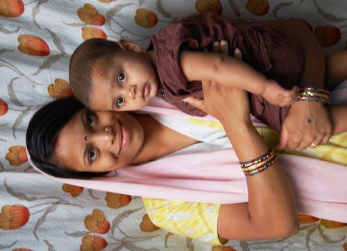 Бесплатное стоковое фото с материнский, материнство, мать, мать и ребенок
