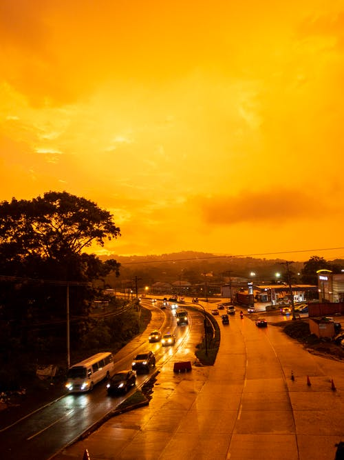 akşam karanlığı, altın saat, arabalar, araçlar içeren Ücretsiz stok fotoğraf