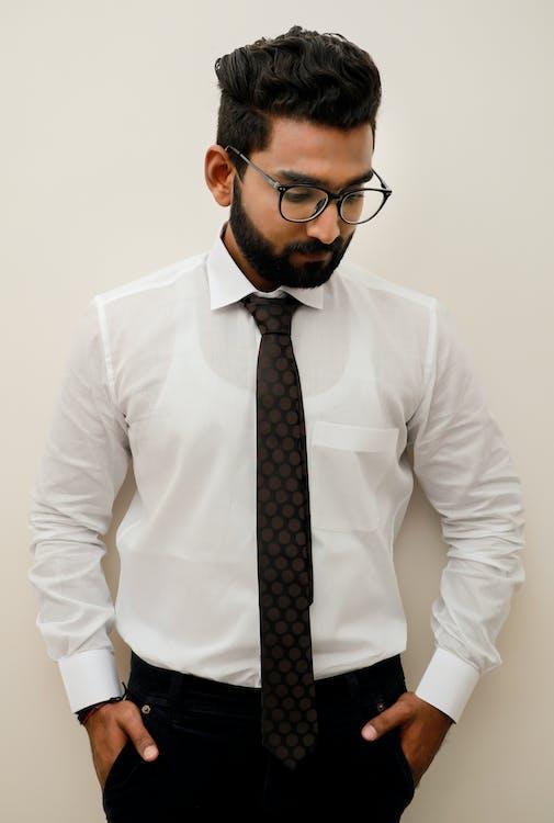 anak laki-laki India, baju putih, kapas