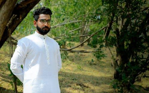 Foto stok gratis anak laki-laki India, asli, gaun putih, model asia
