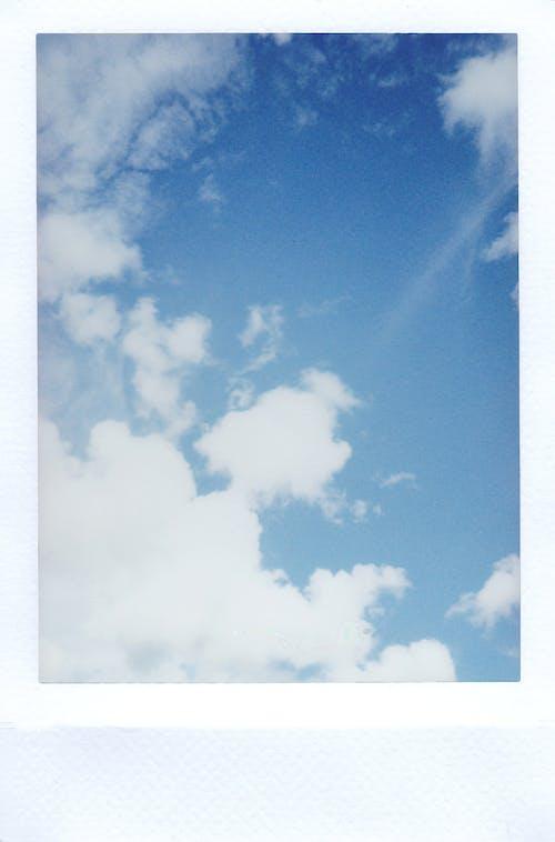 Foto d'estoc gratuïta de cel, llum del dia, núvols, Polaroid
