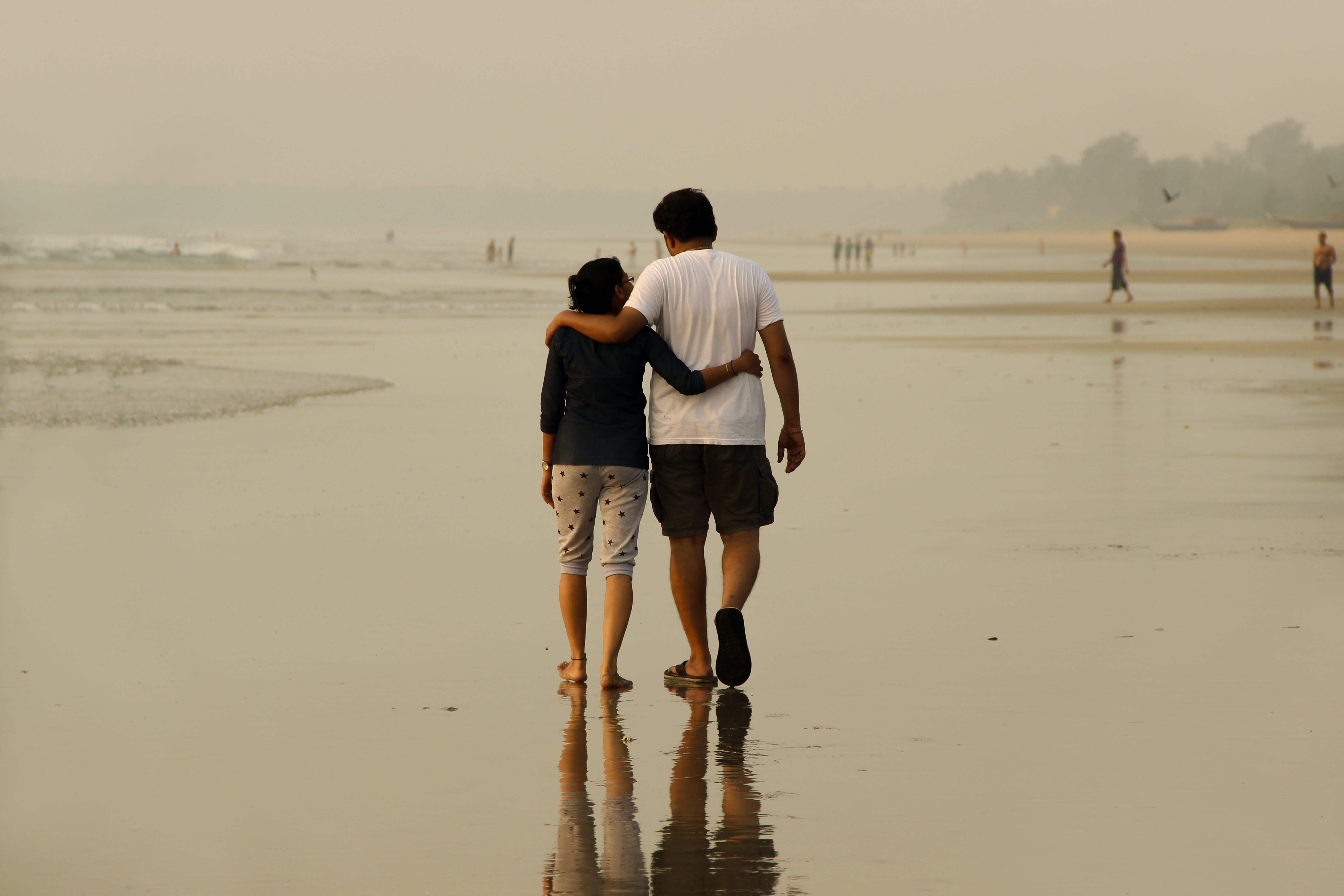 Základová fotografie zdarma na téma dvojice, láska, pláž, romantický