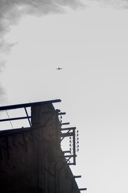 Základová fotografie zdarma na téma dlažební kostka, letadlo, městské fotografie, průmyslová budova