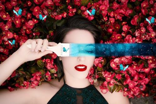 Fotobanka sbezplatnými fotkami na tému ázijskej dámy, krásne dievča, kvet, maliarsky štetec
