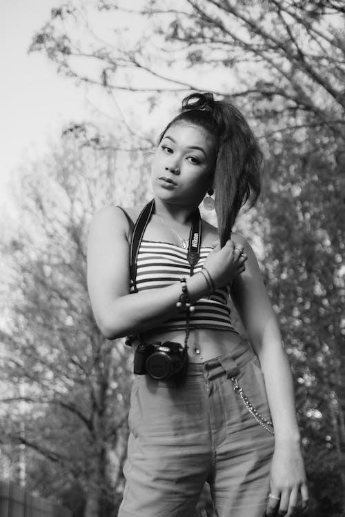 Foto d'estoc gratuïta de blanc i negre, càmera, estil, moda
