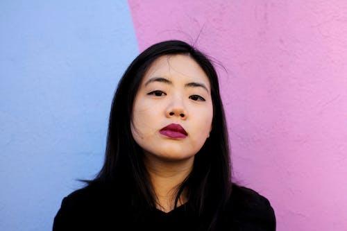亞洲女人, 口紅, 嘴唇, 嚴肅 的 免费素材照片