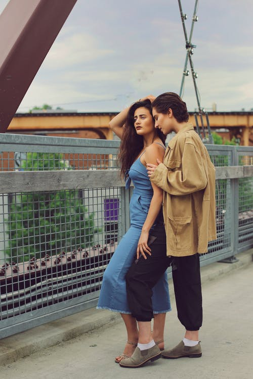 Immagine gratuita di alla moda, esterno, in piedi, in posa