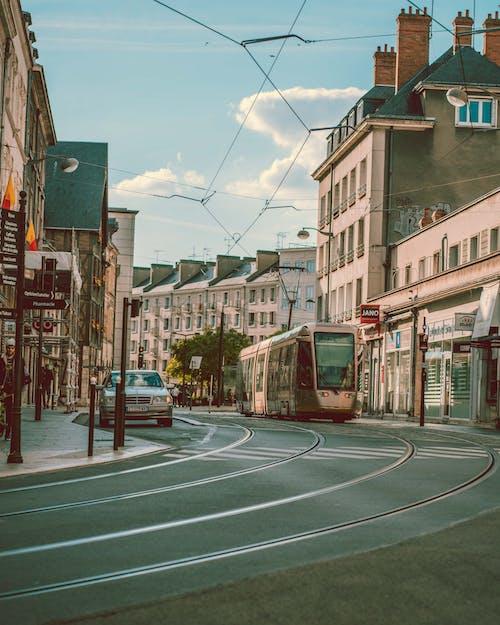 Fotobanka sbezplatnými fotkami na tému asfalt, budova, cesta, dopravný systém