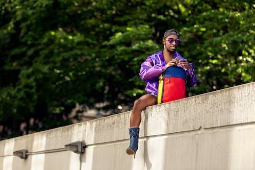 Fotobanka sbezplatnými fotkami na tému Betónová stena, černoch, chlap, človek