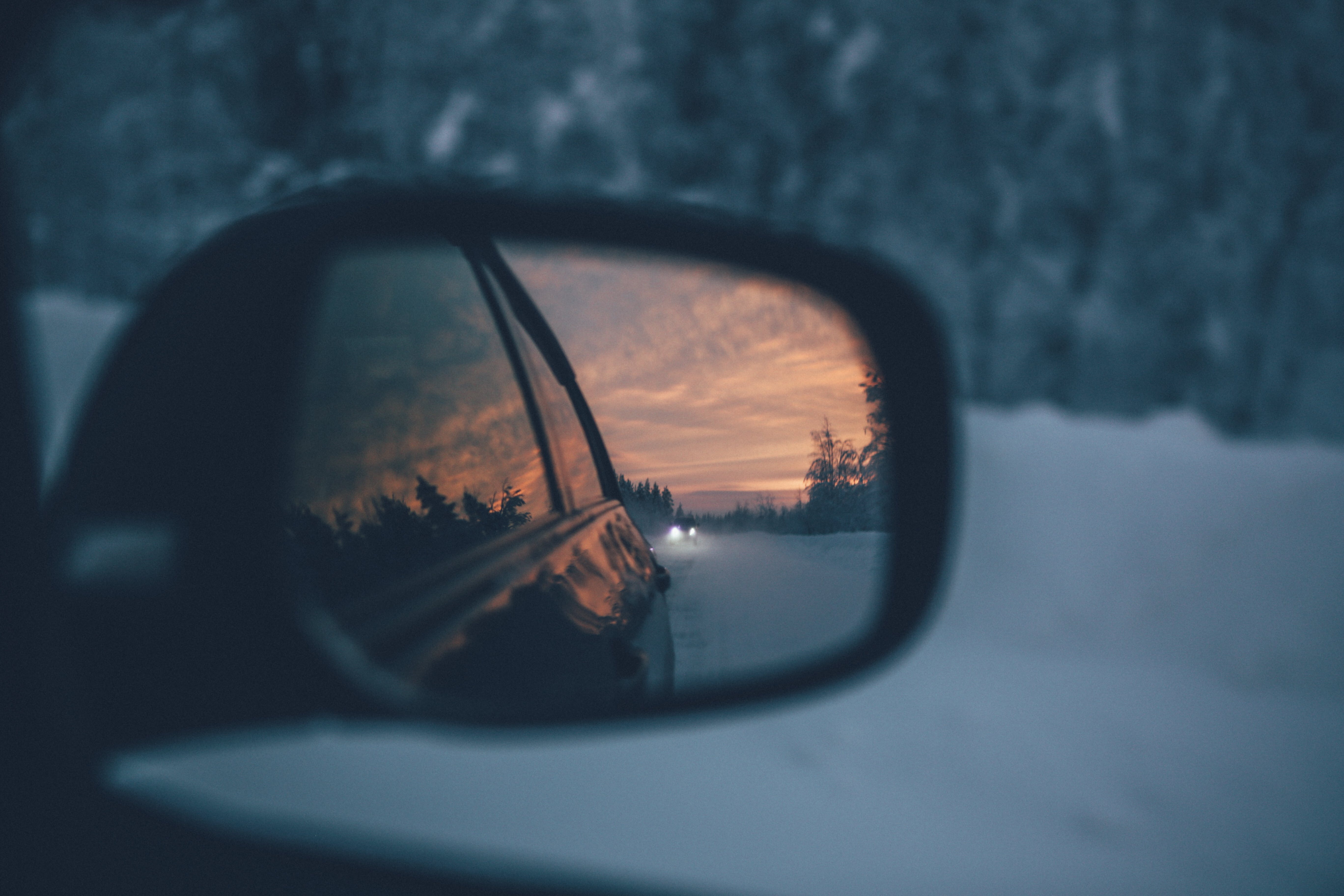 Selective Focus Photography of Wing Mirror