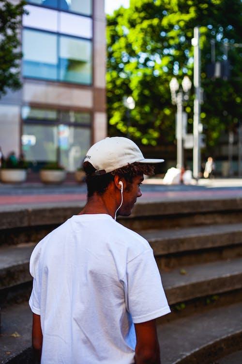 人, 穿著, 街 的 免费素材照片