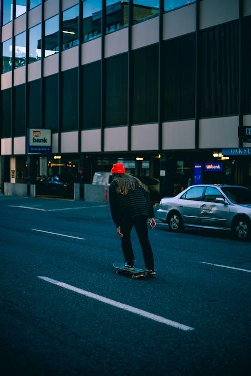 Безкоштовне стокове фото на тему «Вулиця, дорога, катання на ковзанах, людина»