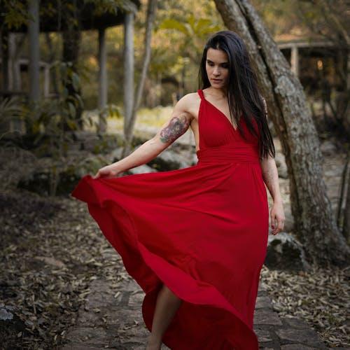 Gratis lagerfoto af kjole, kvinde, Kærlighed, natur