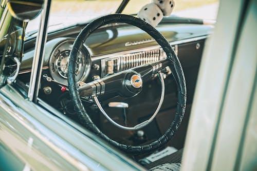 Darmowe zdjęcie z galerii z deska rozdzielcza, kierownica, klasyczny samochód, pojazd