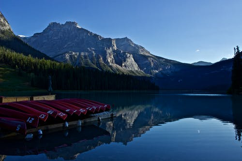 Fotobanka sbezplatnými fotkami na tému exteriéry, hora, jazero, kanoe