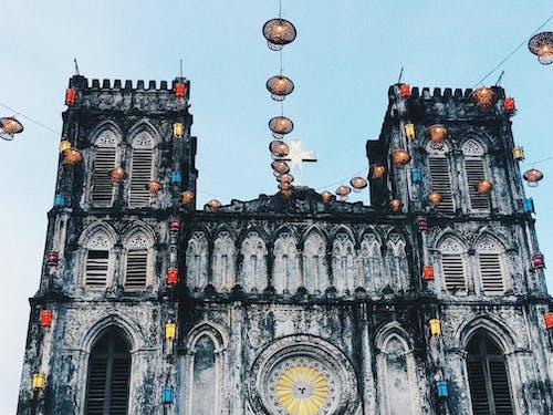 Gratis lagerfoto af farve, kirke, køligt lys, lanterne